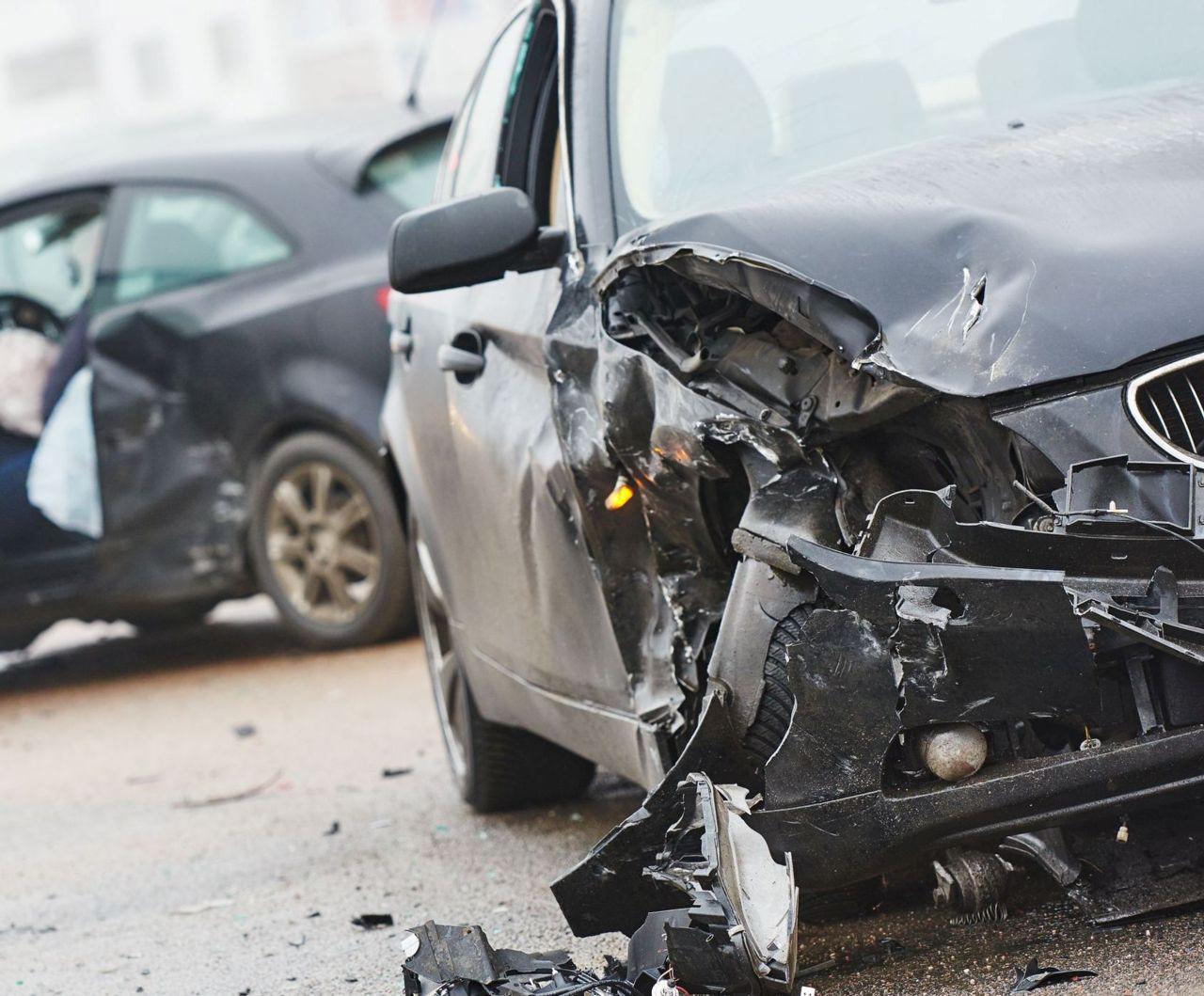 Dopravná nehoda 2 aút, ktoré majú PZP