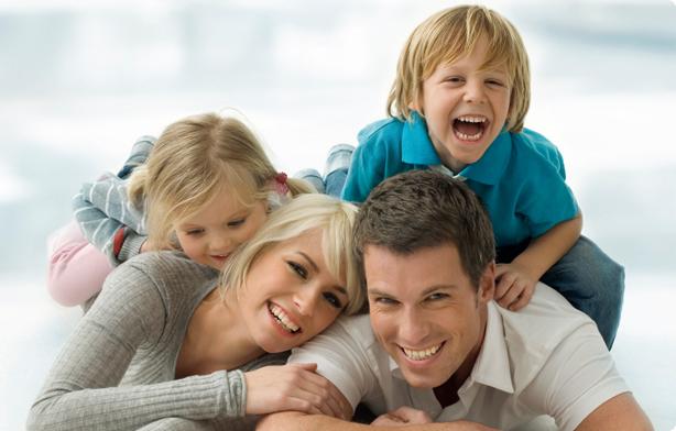 Mladá rodina pri sebe